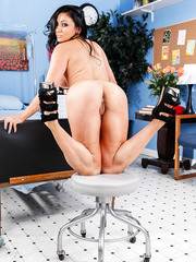 Great brunette milf Audrey Bitoni heals us with her big tits and massive butt