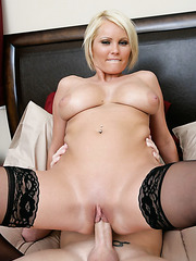 Young blonde milf Hanna Hilton opens her mouth and gives a crazy blowjob