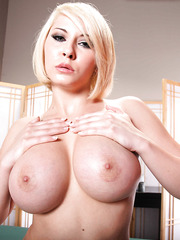 Short-haired blonde babe Madison Ivy treats us with her big round boobs and tiny shaved pussy