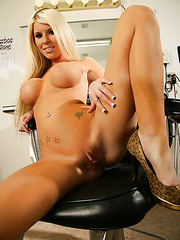 Glamorous and sumptuous blonde bombshell Kenzi Marie is shows her big melons and perfect holes