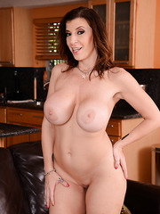 Sensate mature Sara Jay prefers showing her big ass and spreading pussy