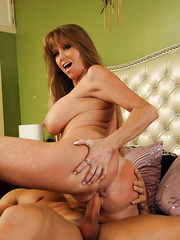 Goodly tart Darla Crane makes a first-class deepthroat and sucks balls