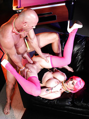 Pink haired Ashton Pierce gets her pussy licked and fucked on the sofa