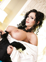 Horny brunette milf Jenna Presley shows her sexy and great body