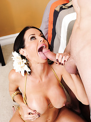 Sympathetic curve Veronica Avluv making a deepthroat and eating cum