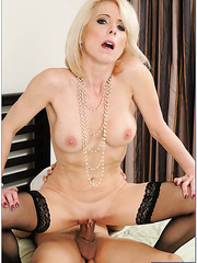 Demonic coquette Jodie Stacks making a deepthroat and licking shaved balls