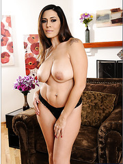 Sultry wanton Raylene wants to pose and plays with her trimmed sissy