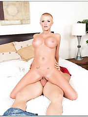 Stunning cutie Joslyn James fucking in her bedroom and making a deepthroat