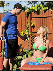 Cool babe Holly Claus taking sunbaths and swallowing neighbor's dagger
