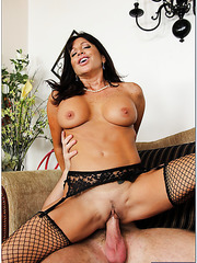 Alluring flapper Tara Holiday enjoying a delicious rod and getting satisfied