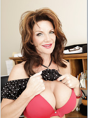 Staggering minx Deauxma loves showing her body and playing with boobs