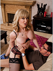 Zingy mature Nina Hartley dealing only with handsome guys with big cocks