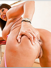 Staggering milf Ava Devine showing massive ass and fingering on the floor