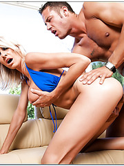 Engagging flapper Emma Starr prefers doing bad things with cute fellows