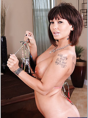 Tattooed minx Carrie Ann demonstrates her skills in masturbating