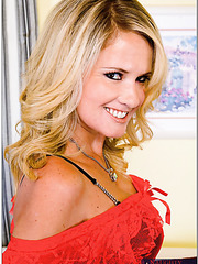 Smiley whore Bridgett Lee prefers taking off panties and playing with snatch