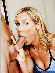 Good-looking coquette Kelly Estelle riding a big pecker and reaching pleasure