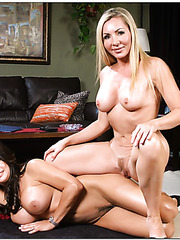 Naked flapper Lisa Demarco loves getting dirty with hot sexy babes