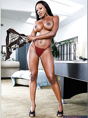 Oiled bitch Diamond Jackson posing naked and teasing big boobies