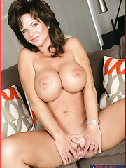 Good-looking babe Deauxma showing awesome tits and jilling vagina