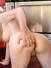 Horny blonde mature named Robin Pachino shows her wet secrets