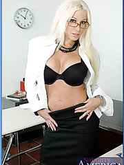 Glamorous teacher with big tits Gina Lynn uses her modern educational methods