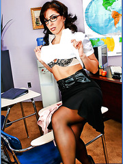 Slutty teacher Mrs. Druuna is ready to get her ass banged hard