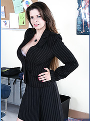 Buxom teacher June Summers amazes student with her incredibly hot body