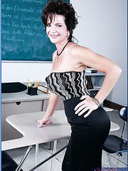 Irresistable mature Deauxma uses her giant tits to seduce students at college