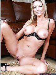Provocative blonde with big boobs Emma Starr fucked in her favorite poses