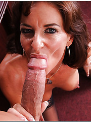 Mature Sarah Bricks invited her subordinate because she wants to get pleasure