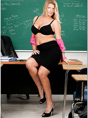 Fucking with an appetizing and alwas horny blonde teacher Robbye Bentley