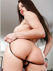 Glamorous brunette hottie with awesome breast Rachel Roxxx in the action