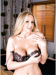 Big titted blonde milf Julia Ann spreads her legs to get her pussy fucked