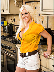 Exciting blue-eyed blonde milf with hot hooters Kaylee Brookshire