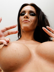 Jennifer Dark spreads her sexy legs and uses her fingers for a great masturbation