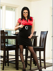 Busty bitch Eva Angelina looks so crazy and hot in the glasses