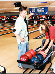 Naughty Cindy Crawford came to play bowling but she has find two delicious balls