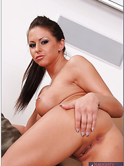 Rachel Roxxx surprises with her amazing, delicious forms and shows it in the action