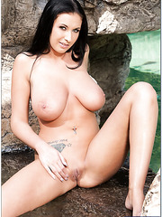 Fascinating brunette Bella Blaze with incredible big natural boobs in the outdoor love scene