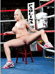 Blonde sport babe Angel Vain demonstrates her sexy body and a hot ass
