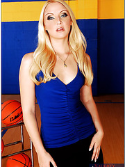Hot blonde milf Ariel Summers undressing herself with a lot of basketballs