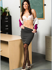 Naughty lady India Summer tastes a sweet sperm and gets pleasure