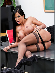 Dark haired milf Jewels Jade shows her pussy for a great cunnilingus