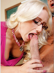 Gorgeous lady Sammie Spades tastes a really big and strong dick
