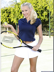 Blonde tennis player with big boobs Katie Summers gets naked on the court