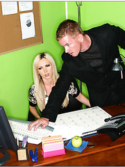 Top-class blonde bimbo Nikki Benz pounded so sweet right in the office