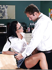 Sexy brunette boss Jennifer Dark lets her already wet pussy to be banged