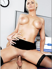 Topnotch blonde bombshell Phoenix Marie presents fantastic love in the office