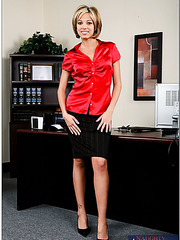 Short-haired office lady Jenny Hendrix enjoys to plays with her pussy and get it fucked